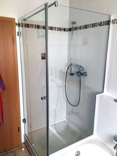 Dusche mit Badewannenaufsatz